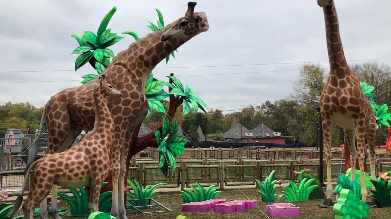 Zoo Adds Giraffe Sculpture at Nashville Airport